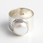 hammered-sterling-silver-ring-with-white-freshwater-pearl-br30a