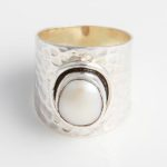 chunky-hammered-sterling-silver-ring-with-white-freashwater-pearl-br31a