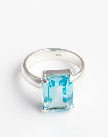 blue-topaz-emerald-cut-ring-in-sterling-silver-br35b