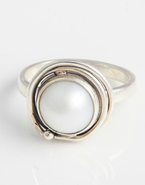 sterling-silver-ring-with-white-freshwater-pearl-br42