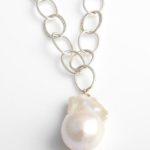 hammered-silver-necklace-with-a-single-white-freshwater-baroque-pearl-fn7a